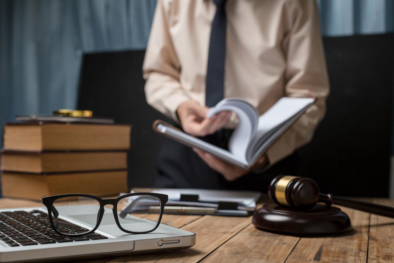 Картинка рабочего места юриста